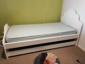 White Solid Wooden Trundle Bed With Sleepmaker Mattress