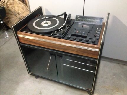 Silver vintage hifi system with turntable