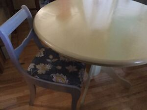 French vanilla yellow dining table w/ chairs