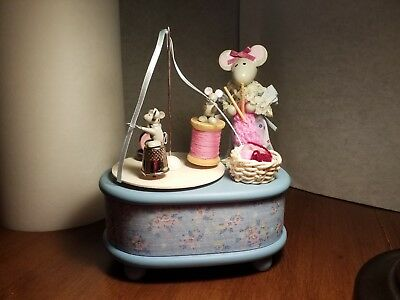The San Francisco Music Box Company 1988 Knitting Mouse & Baby Mice Dancing, used for sale  Shipping to Canada