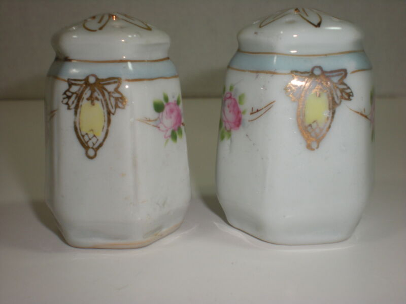 Nippon Vintage SALT & PEPPER Shakers S and P Flowers Gold Gilt
