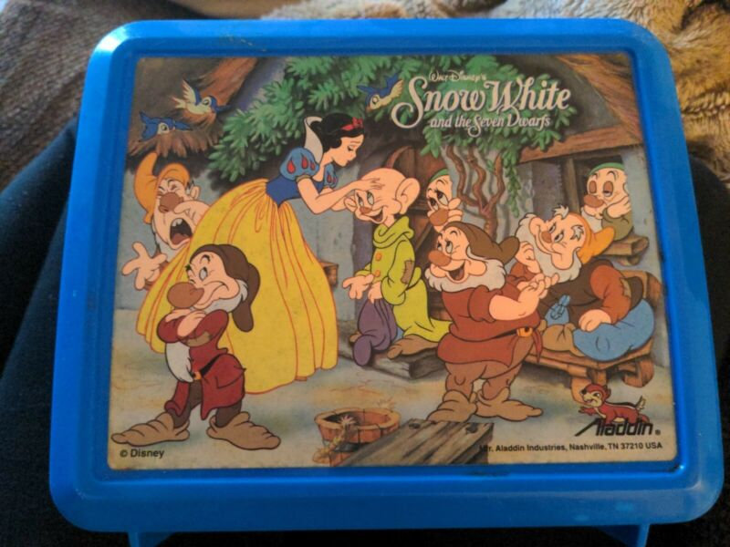 DISNEY SNOW WHITE AND THE SEVEN DWARFS PLASTIC LUNCHBOX - Used