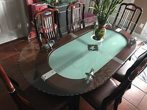 Dinning table glass top with 6 chairs