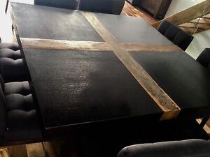 Grande table carrée + 8 chaises