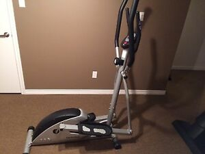 Elliptical trainer / machine elliptique