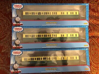 Thomas and Friends—Gordon Brake Coaches - 00 Gauge Rolling Stock- Trains - 2016