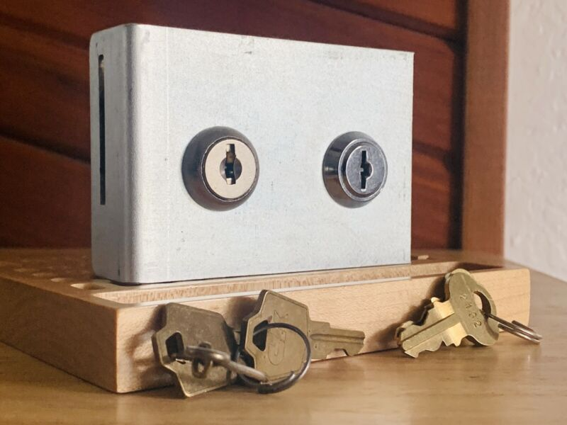 Double (and Different) Switch Cams on Mystery Mount w/ Keys Locksport