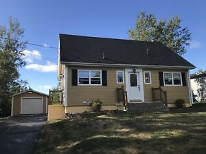 Family home in desirable Sydney River location!
