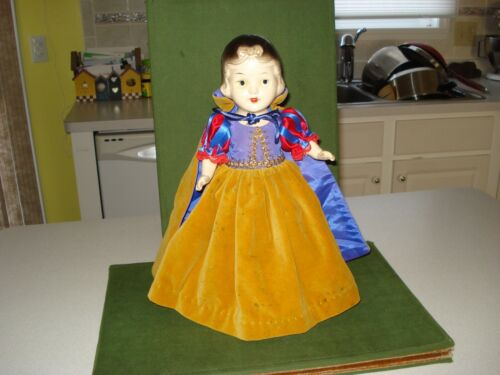 """1938 SNOW WHITE AND THE SEVEN DWARFS DOLL, COMPOSITION, 13"""" KNICKERBOCKER"""