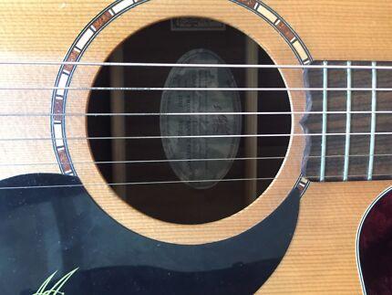 Maton acoustic electric em325c