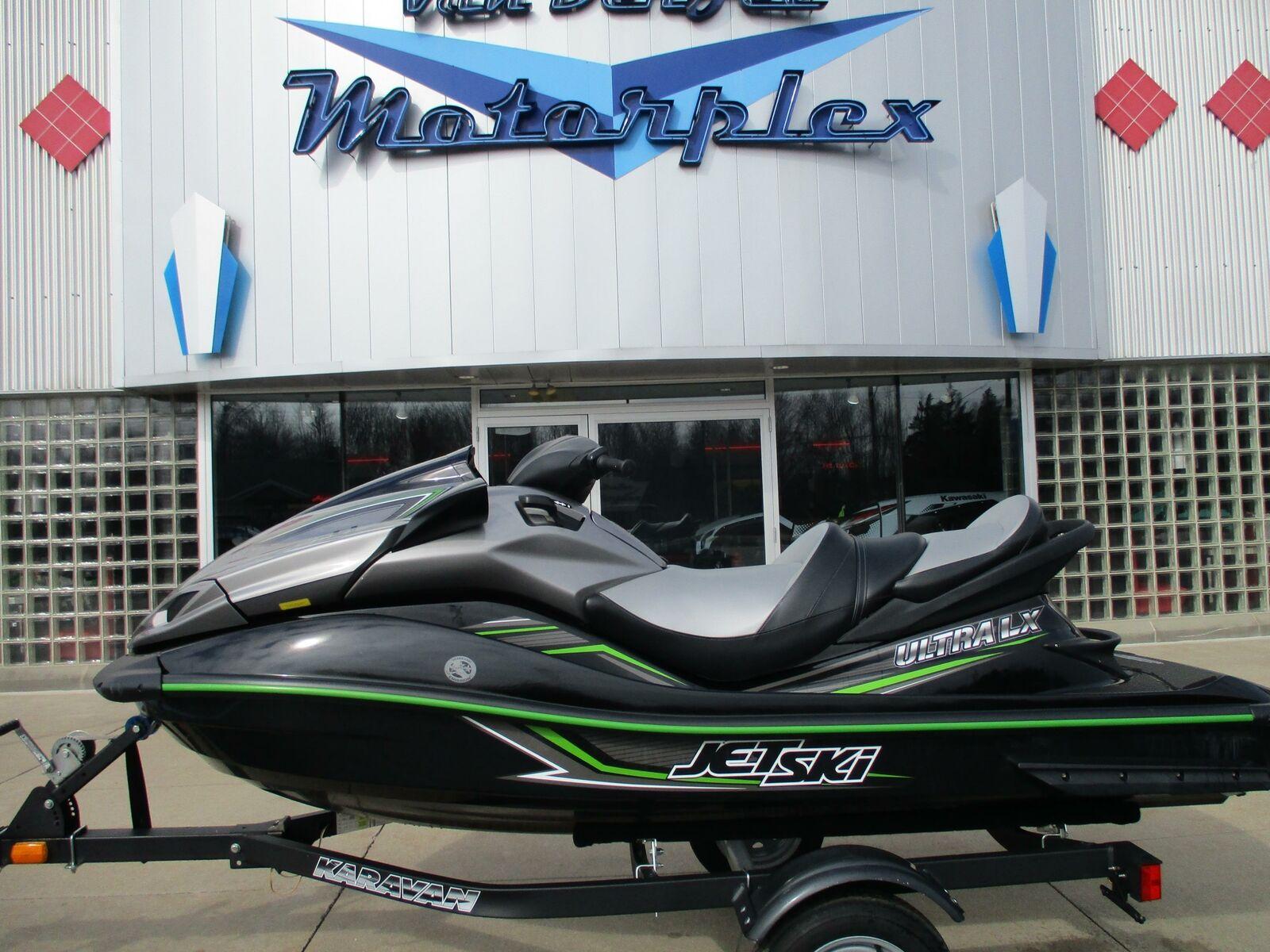 2015 kawasaki ultra lx Jet ski , like new, with warranty