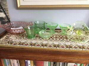 Lot de vaisselle dépression rose et verte  7 pièces (40.00)