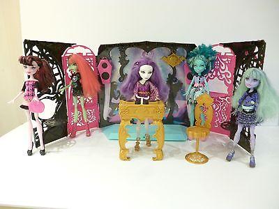 ☺ Jouet Salon De Fête Monster High Vendu Avec 5 Poupées