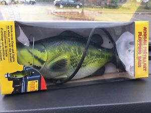 Hitch Critters 3492 Flopping Bass Moving Ball Hitch Cover