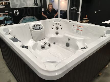 Jacuzzi J-280 Hot Tub - Brand New Outdoor Spa In Box Airlie Beach