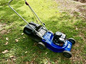 """Victa 18"""" 450 Briggs and Stratton with catcher Serviced Ex Cond"""