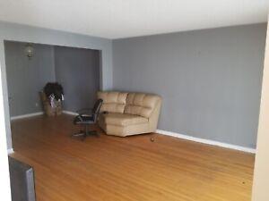 3 bedroom Semi Detached House Main Floor for Rent