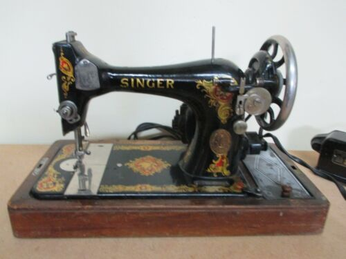 Antique Singer Sewing Machine With Case  G8904690