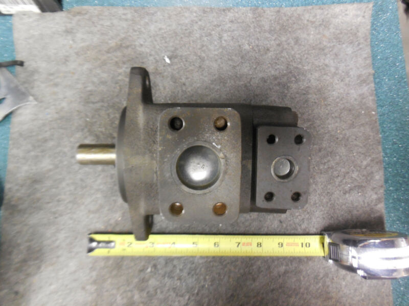 BOSCH REXROTH VANE PUMP PVV1-1X/027RA15DMB NEW