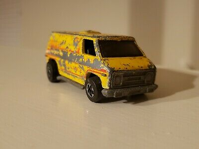 Hot Wheels BW Super Van Yellow Paramedic Ambulance diecast- preowned