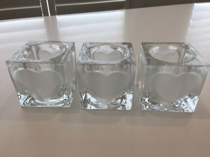 Set of 3 tea light glass cubes with opaque heart design