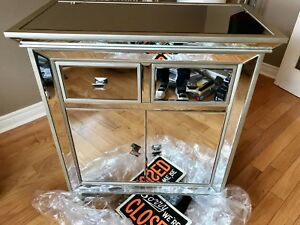 Mirror table brand new /brand new home decir