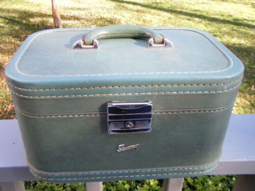 Vintage Skyway Suitcase Cosmetic Train Case Green