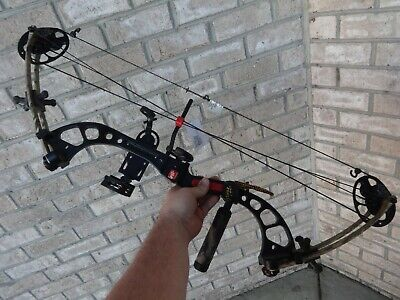 Compound Bow PSE Chaos Camo with Pink Arrows