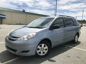 Toyota Sienna LE *MAINTAINED*