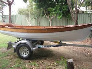 Sailing Boat clinker plywood Oughtred Design