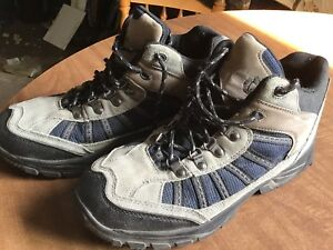 Like new men's hiking boots/shoes 91/2