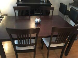 Table set with 4 chairs included/MUST SELL