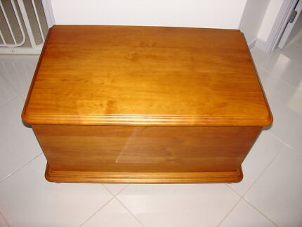 LARGE TIMBER STORAGE BOX / BLANKETS:TOYS: BOOKS :ETC Ormeau Gold Coast North Preview