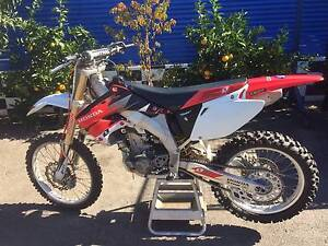 HONDA CRF 450 R 2004 MOTORCROSS BIKE WRECK OR RESTORE St Agnes Tea Tree Gully Area Preview