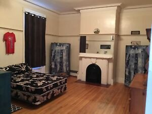 SMALL Room for rent..city center 400$