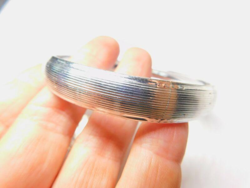 Line Textured Silver Tone Metal Bangle Bracelet Vintage