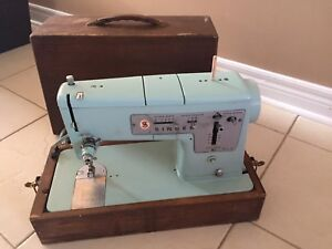 1960 vintage Singer Turquoise Sewing Machine with wood case