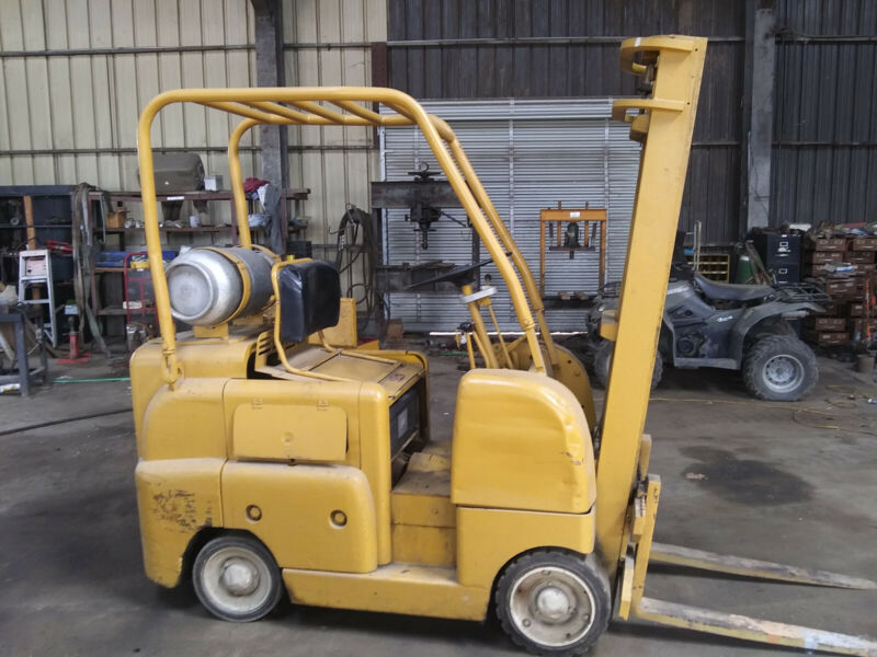 Allis Chalmers Forklift - (Propane) Used Unknown Year & Hours Runs