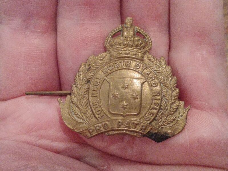 Original WWI New Zealand 10th North Otago Rifles Regiment Cap Badge - JR Gaunt