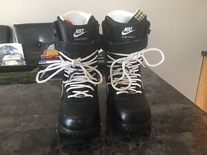 Men's/ Boys Size 8 Nike Zoom Force 1 Snowboard Boots