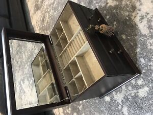 Jewellery box large with inset beveled mirror