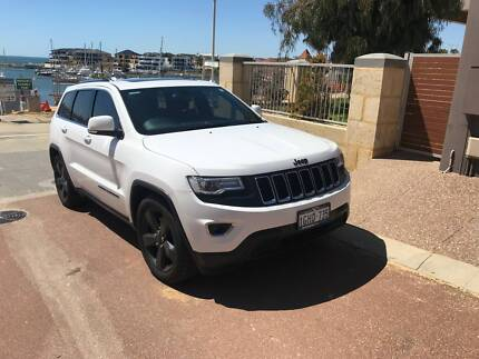 Jeep Grand Cherokee With Overlander Suspension and Sunroof