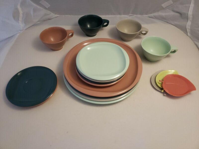 Boonton Ware Belle USA Melmac Vintage Four Place Settings Plus Extra VGUC
