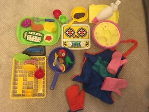 Play food and kitchen toys