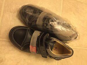 Boy's shoes,size 1.