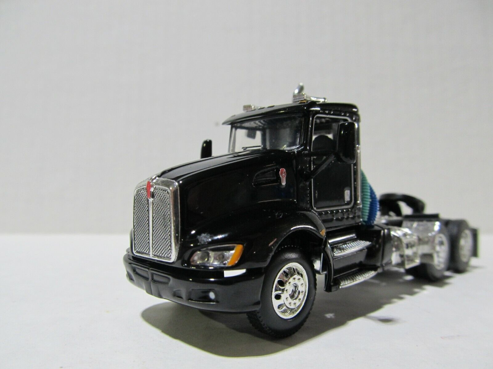 DCP / FIRST GEAR 1/64 SCALE T-660 KENWORTH DAY CAB, BLACK & CHROME  GRAY ENGINE