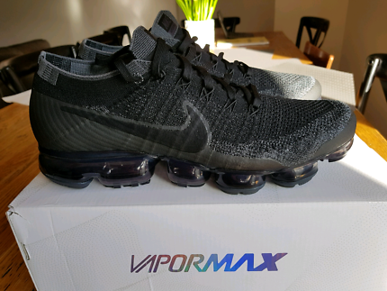 Mens shoes for sale. Nike flyknit epics and vapormax.