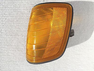 w124 1988 Mercedes-Benz 300e drivers LHS front corner Lamp signal light housing