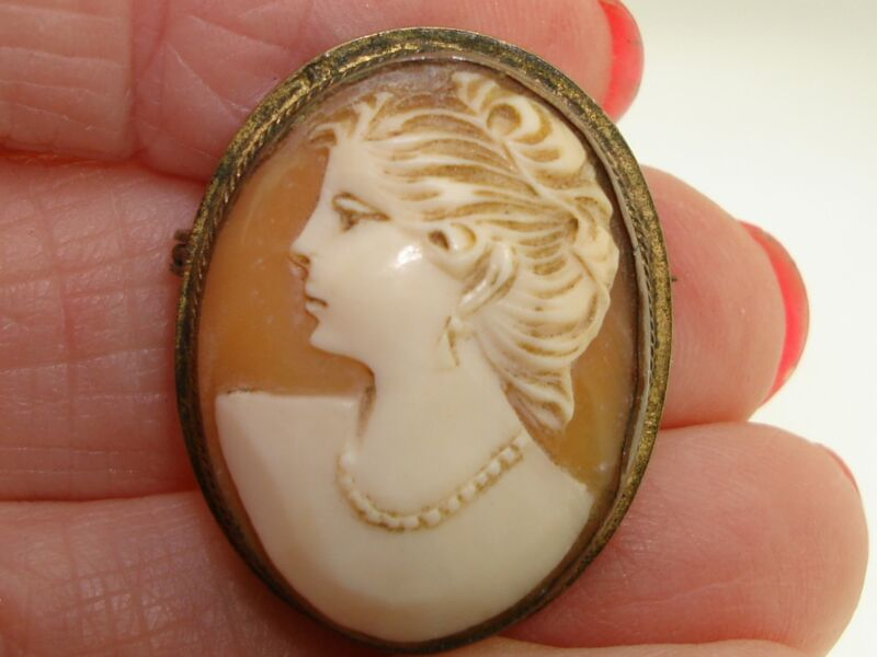ANTIQUE ART NOUVEAU LEFT FACING CARVED SHELL CAMEO PIN PENDANT W/GOLD WASH!