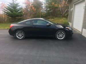 2010 Nissan Altima Coupe. V6 - EXCELLENT CONDITION